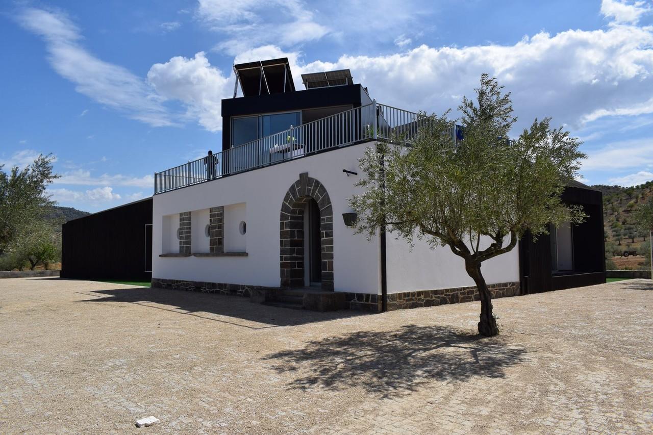 Plataforma de Ciência Aberta behoudt de historische architectuur van het oorspronkelijke schoolgebouw.